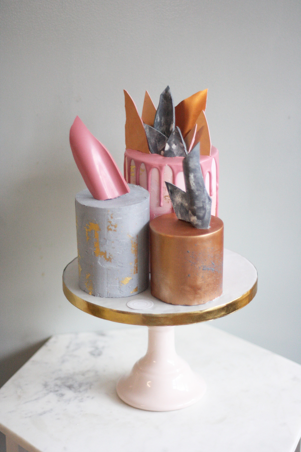 Chocolate shards- the non traditional modern cake topper