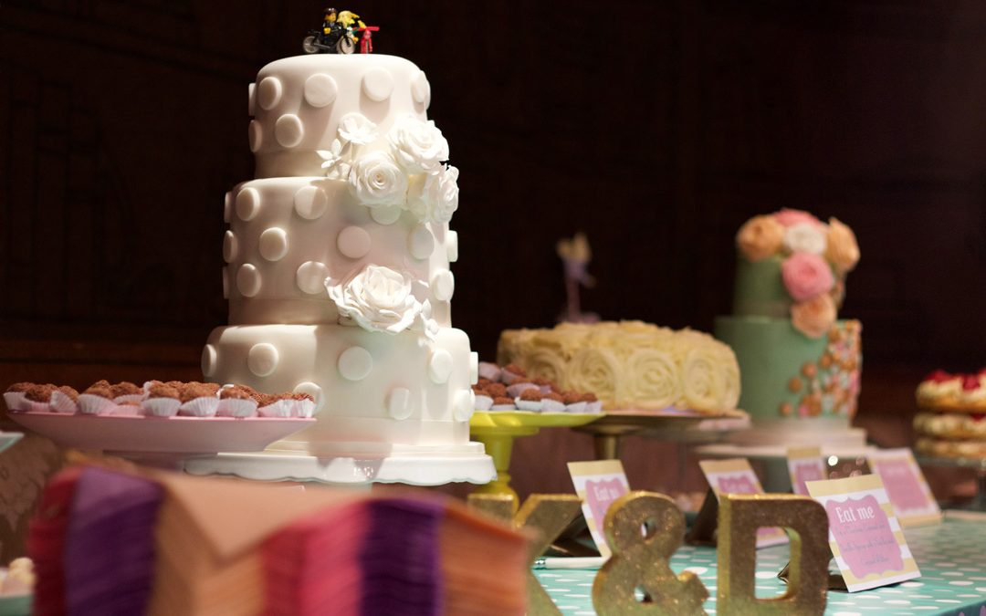 5 Reasons why you shouldn't make your own wedding cake (Or get Auntie Sue to make it either!)