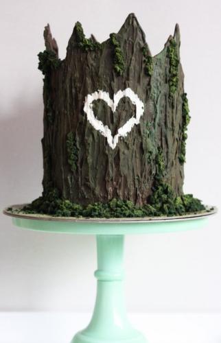 Enchanted tree trunk chocolate cake - web